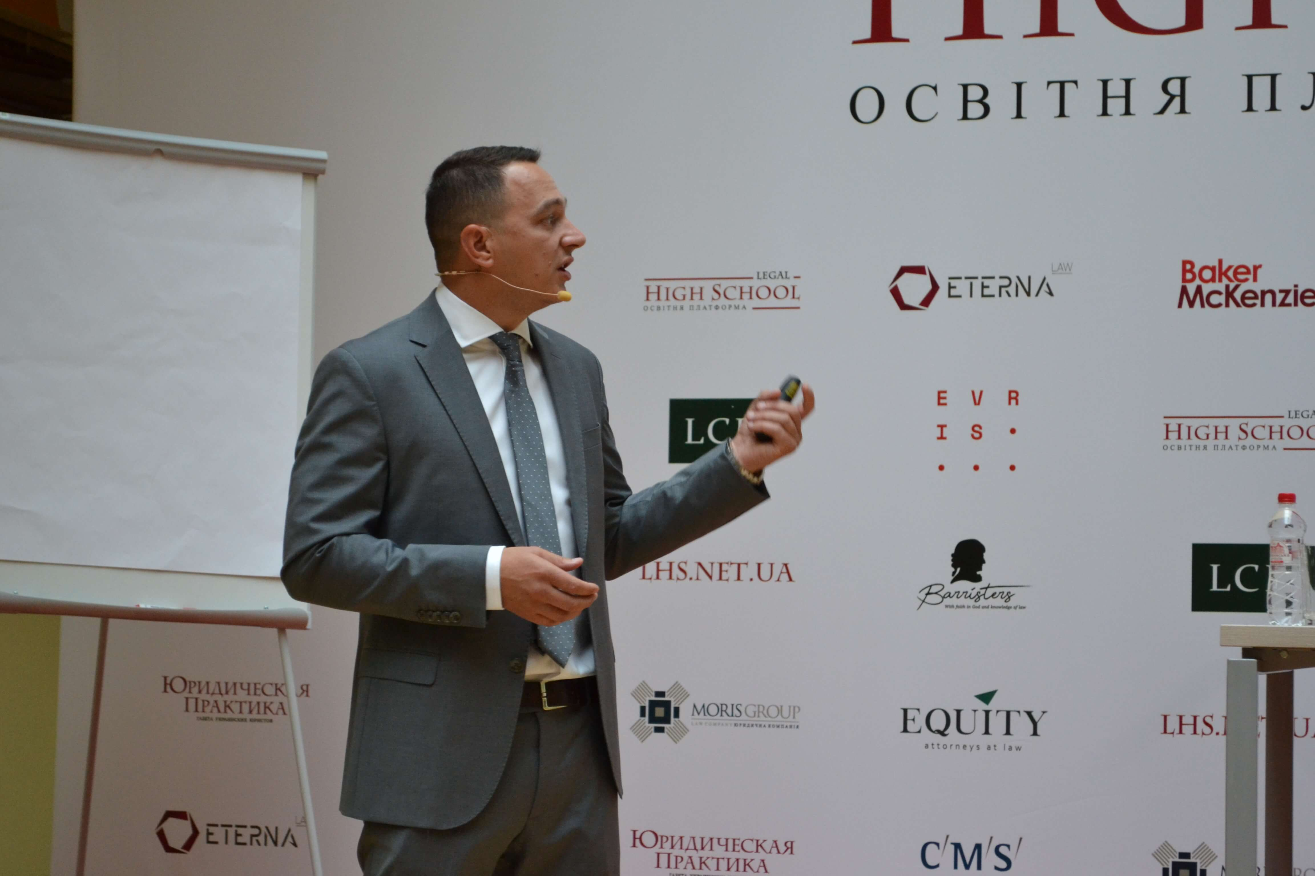 Taras Poshyvanyuk told students at the Legal High School about asset forfeiture